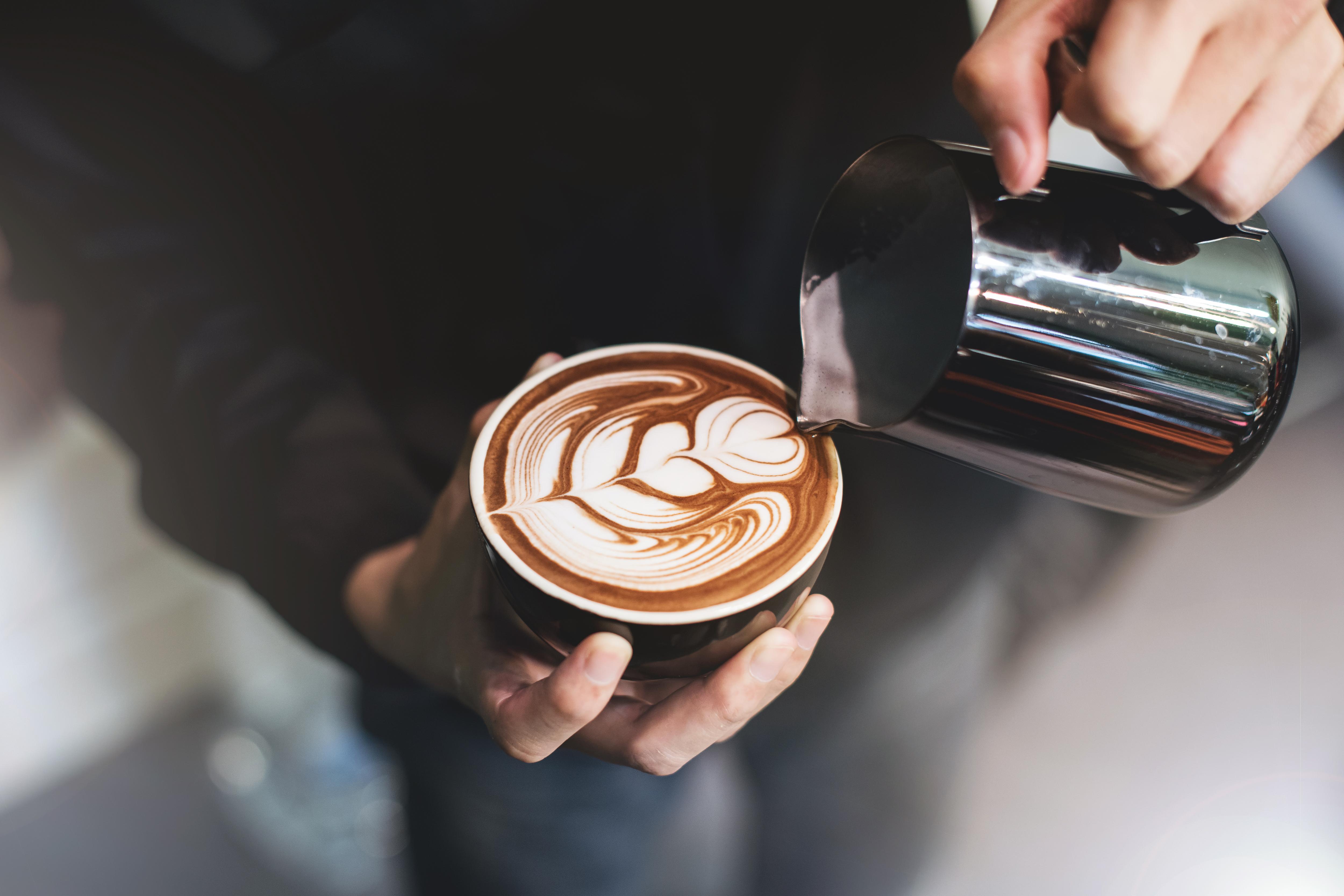 Warum entstehen auf der Crema von Cappuccino Luftblasen